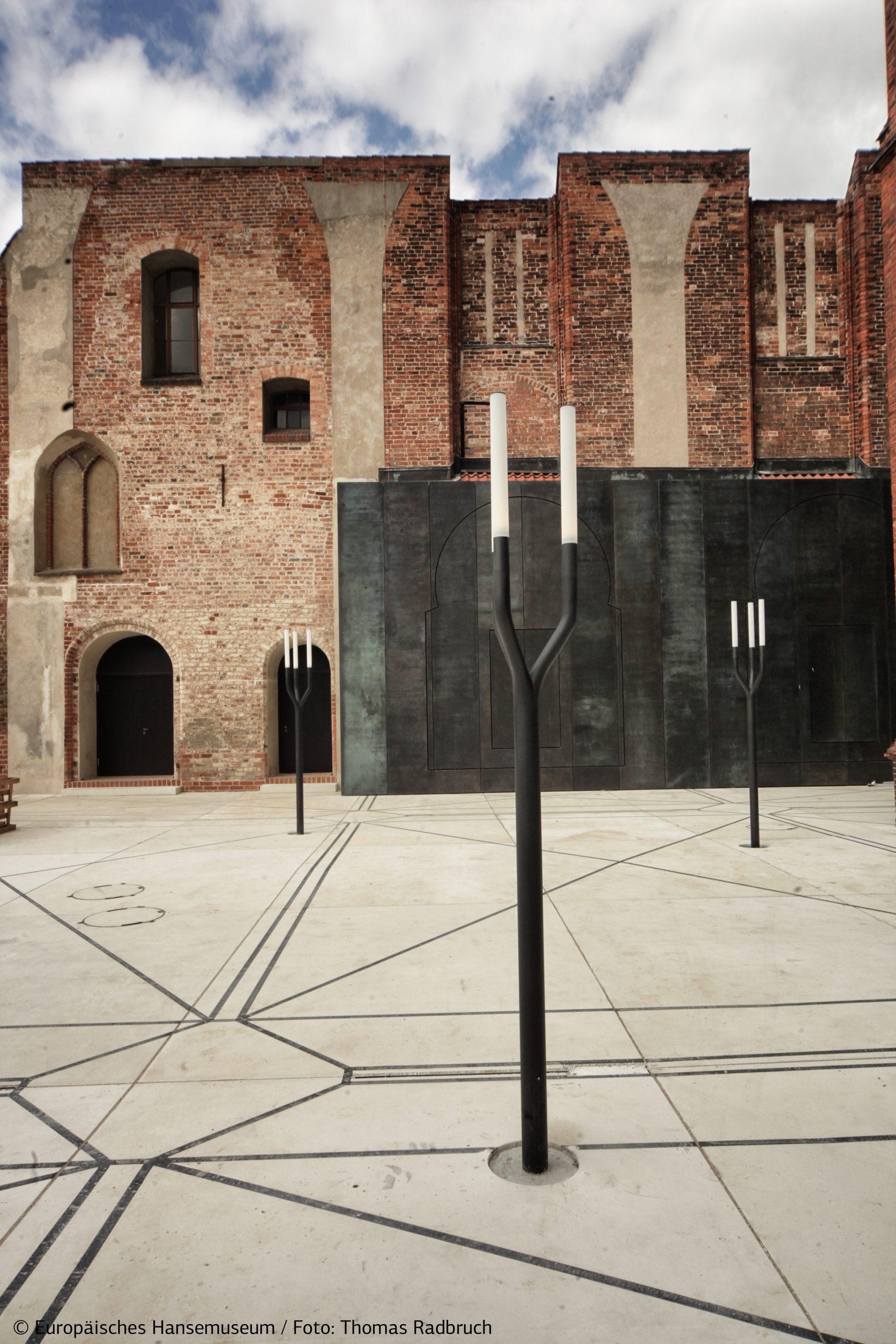 Kirchhof Europäisches Hansemuseum © Thomas Radbruch